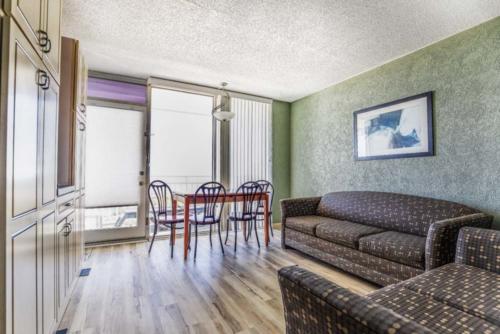 B - Oceanfront 1 Bedroom Non-Efficiency Suite - 2 Double Bed (3)
