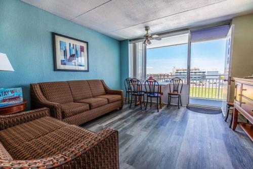 D -Pool Oceanview 1 Bedroom Efficiency Suite- 2 Double Beds (2)