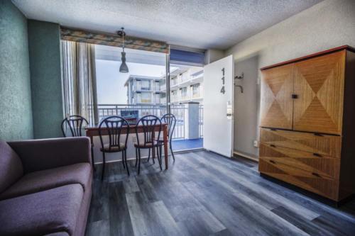 E - Pool Oceanview 1 Bedroom Efficiency Suite - 1 Queen Bed (4)